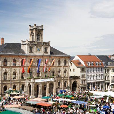 Marktplatz mit Rathaus (Foto: Guido Werner © weimar GmbH)